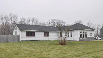 Pleasant Prairie WI Single Family Home Active Contingent With Offer: $294,900
