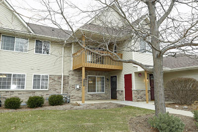 Greenfield Condo/Townhouse Active Contingent With Offer: 4865 W Maple Leaf Cir