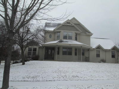 Waukesha Single Family Home For Sale: 2601 Campfire Xing