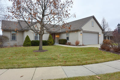 Oconomowoc Single Family Home Active Contingent With Offer: 1132 Oriole Dr