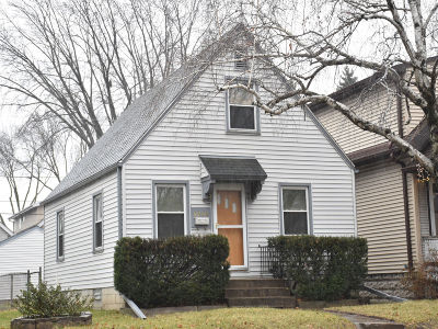 West Allis Single Family Home Active Contingent With Offer: 2212 S 76th St