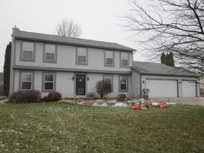 Oconomowoc Single Family Home Active Contingent With Offer: N54w35667 Hill Rd