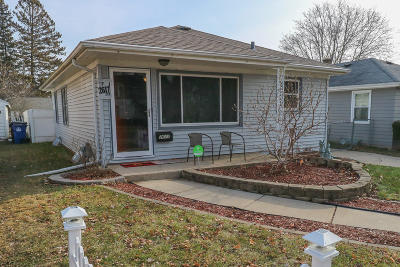 Racine Single Family Home Active Contingent With Offer: 2617 Coolidge Ave