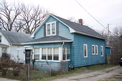 Racine Single Family Home For Sale: 1040 Delamere Ave