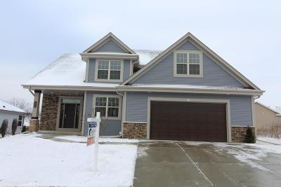 Hartford WI Single Family Home Active Contingent With Offer: $309,000