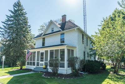 Lake Geneva Single Family Home Active Contingent With Offer: 1024 Dodge St