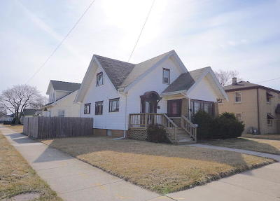 Racine Single Family Home For Sale: 2223 Charles St