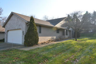 Racine County Condo/Townhouse For Sale: 6205 Hilltop Dr