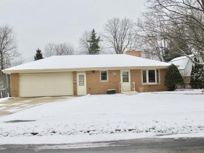 Menomonee Falls Single Family Home For Sale: 16005 W Cleveland Ave