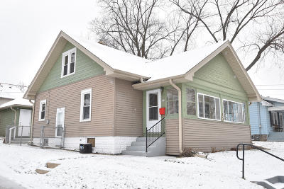 Waukesha Single Family Home Active Contingent With Offer: 844 Perkins Ave