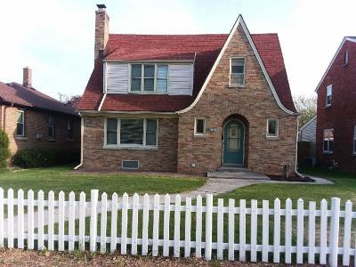 Sheboygan Single Family Home For Sale: 1405 North Ave