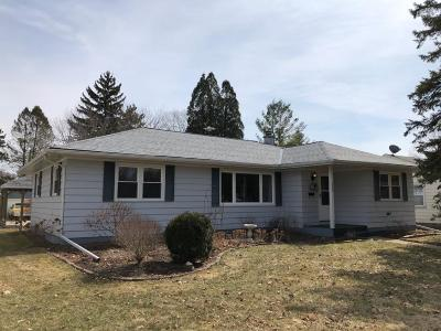 Fort Atkinson WI Single Family Home For Sale: $199,900
