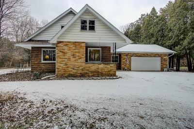 Oak Creek Single Family Home For Sale: 9834 S Nicholson Rd
