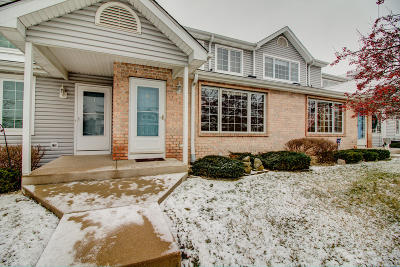 Condo/Townhouse Active Contingent With Offer: 10153 W Whitnall Edge Dr #H