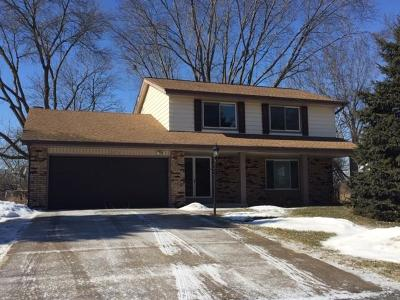 Brookfield Single Family Home For Sale: 2275 De Carlin Dr