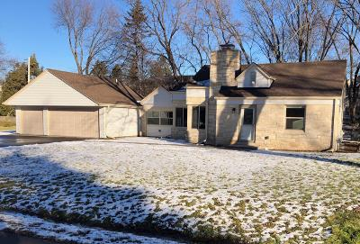 Brookfield Single Family Home For Sale: 480 N Park Blvd