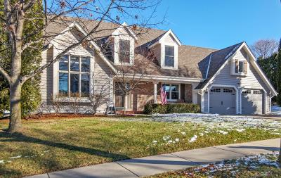 Waukesha Single Family Home Active Contingent With Offer: 2221 Stony Ridge Dr