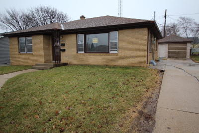 Racine Single Family Home For Sale: 2303 Lawn St