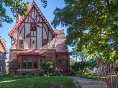 Milwaukee Single Family Home For Sale: 2530 E Newberry Blvd