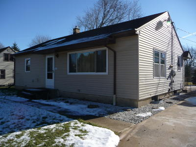 Single Family Home For Sale: 15911 W Pleasant Dr