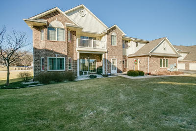 Pleasant Prairie WI Condo/Townhouse Active Contingent With Offer: $234,900