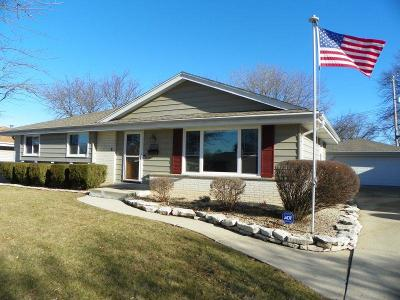Milwaukee Single Family Home Active Contingent With Offer: 5564 S 24th St
