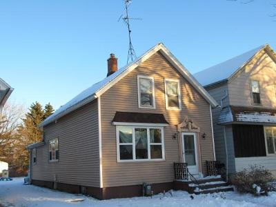 Sheboygan Single Family Home Active Contingent With Offer: 1517 N 11th St