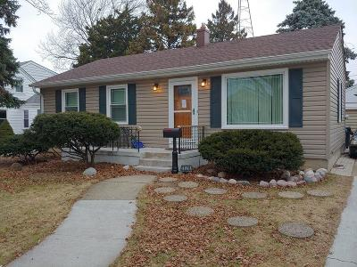 Racine Single Family Home For Sale: 2620 Dwight St