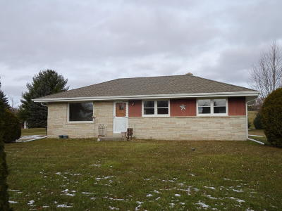 Single Family Home Active Contingent With Offer: N72 W23388 Good Hope Rd