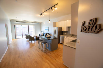 Condo/Townhouse Active Contingent With Offer: 1924 N Hubbard St #305