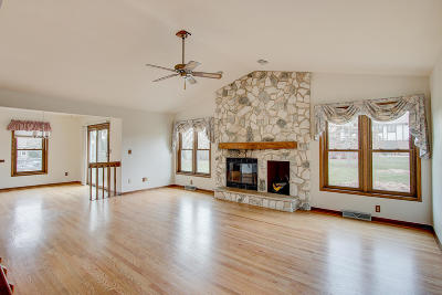 Mequon Single Family Home For Sale: 3613 W Marseilles Dr