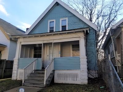 Single Family Home For Sale: 3211 W Auer Ave
