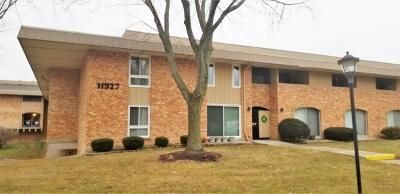 Milwaukee WI Condo/Townhouse Active Contingent With Offer: $75,000