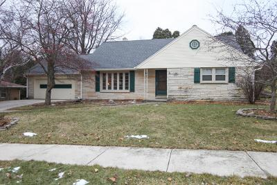 West Bend Single Family Home Active Contingent With Offer: 625 Orchard St