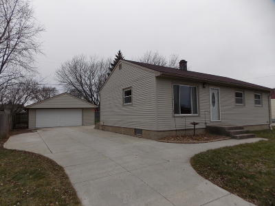 South Milwaukee Single Family Home Active Contingent With Offer: 212 14th Ave