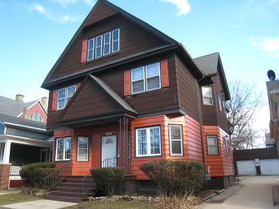 Racine Multi Family Home For Sale: 909 College Ave