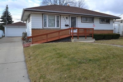 Single Family Home Active Contingent With Offer: 4221 S 55th St