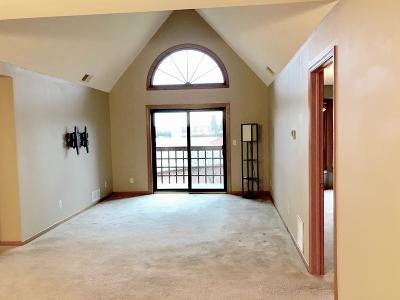 Condo/Townhouse Active Contingent With Offer: N58w23861 Hastings Ct #603