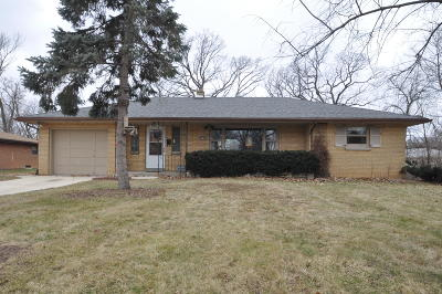 Single Family Home Active Contingent With Offer: 5145 S 20