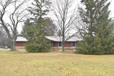 Dousman Single Family Home Active Contingent With Offer: W335s4306 Oaklawn Dr