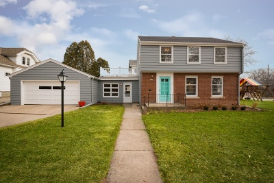Milwaukee County Single Family Home Active Contingent With Offer: 5006 N Woodburn St