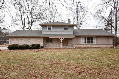 Mequon Single Family Home For Sale: 11915 N Ridgeway Ave
