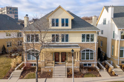Milwaukee WI Condo/Townhouse Active Contingent With Offer: $695,000