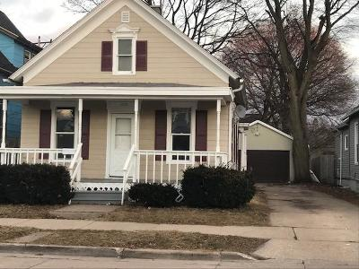 Racine Single Family Home Active Contingent With Offer: 1605 Phillips Ave