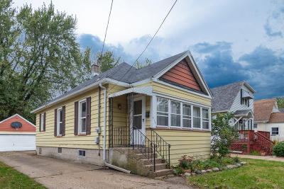 Kenosha Single Family Home Active Contingent With Offer: 914 69th St