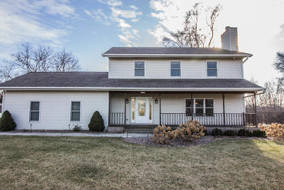 New Berlin Single Family Home Active Contingent With Offer: 18715 W Lookout Ln