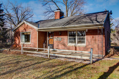 Mequon Single Family Home For Sale: 4920 W Chippewa Dr