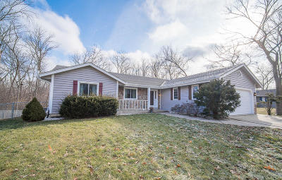 Waukesha Single Family Home Active Contingent With Offer: 2607 Lancaster Dr