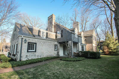 Single Family Home Active Contingent With Offer: 407 E Apple Tree Rd