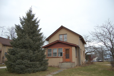 Sheboygan Single Family Home Active Contingent With Offer: 3019 N 21st St